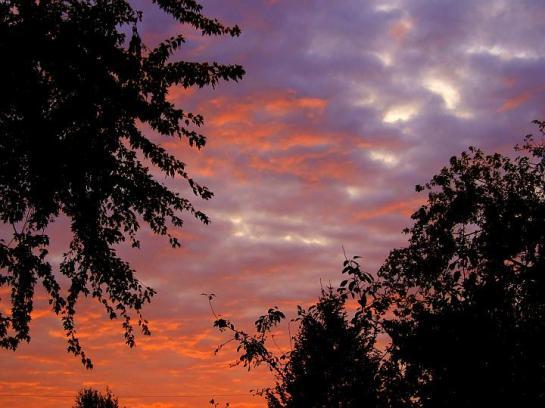 red_sky_clouds